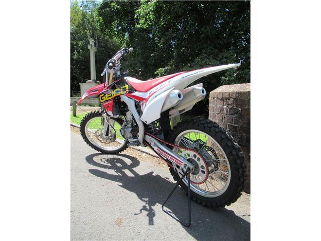 2016 Honda CRF250R - 4-stroke Motorcross bike - Image 2