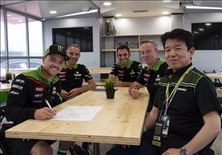 Lowes Re-Signs With Kawasaki Racing Team