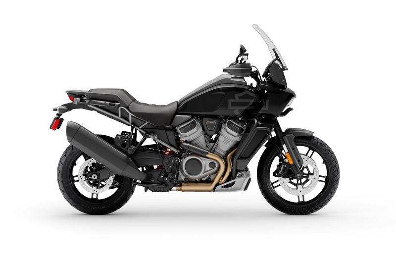 Vivid Black + Adaptive Ride Height